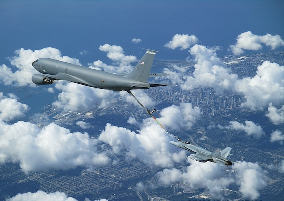 Royal Canadian Air Force CF-18 conducts air-to-air refuelling from a United States Air Force KC-135 tanker during the binational NORAD air defence exercise over the Greater Toronto Area on July 30, 2020. (Photo courtesy of CANR Public Affairs)