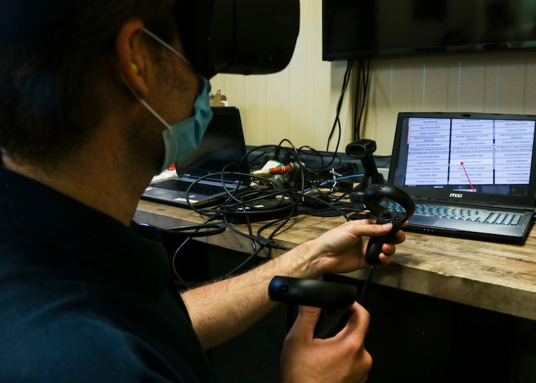 Dyess maintainers showcase training with VR
