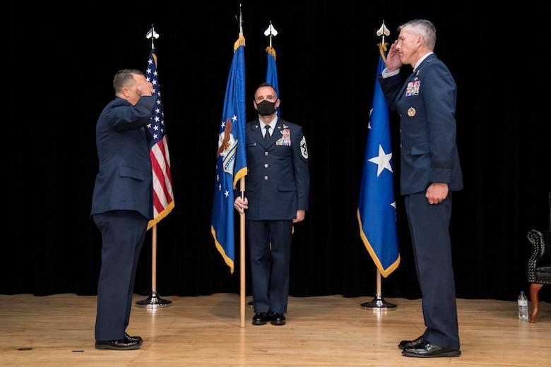 photo of Maj. Gen. Craige saluting Lt. Gen. Kelly