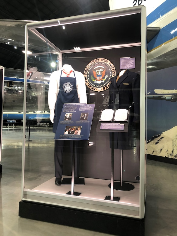Picture of artifacts on display in the Flying the President Exhibit
