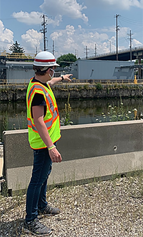 Lucas Beasley, summer hire, speaks to another intern about battery backup at the Chicago Sanitary and Ship Canal's electric fish barrier site.