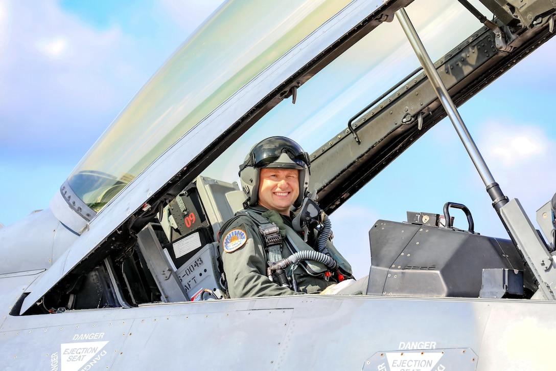 A photo of Mr. Sebastian Zelazny in an F-16.
