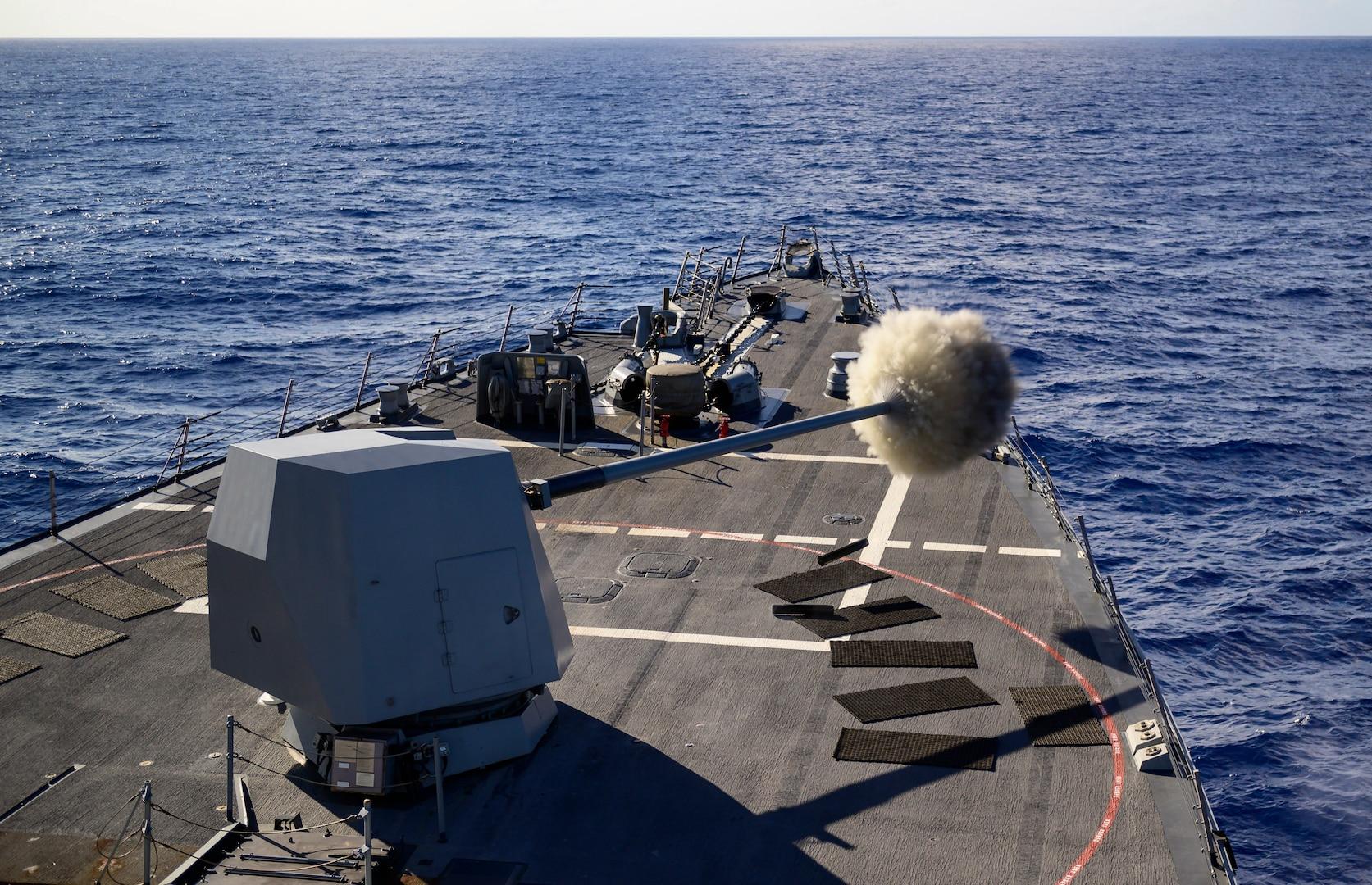USS Chung-Hoon Conducts GUNEX with the Royal Australian Navy Frigate Stuart