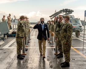 Sideboys render honors as Secretary of the Navy (SECNAV) Kenneth J. Braithwaite proceeds to the quarterdeck of the Freedom-variant littoral combat ship USS Sioux City (LCS 11).