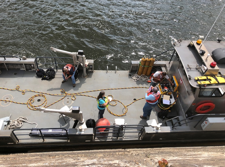 District dive inspection boat, tied off to the river wall of the lock (U.S. Army photo by Joe Premozic)