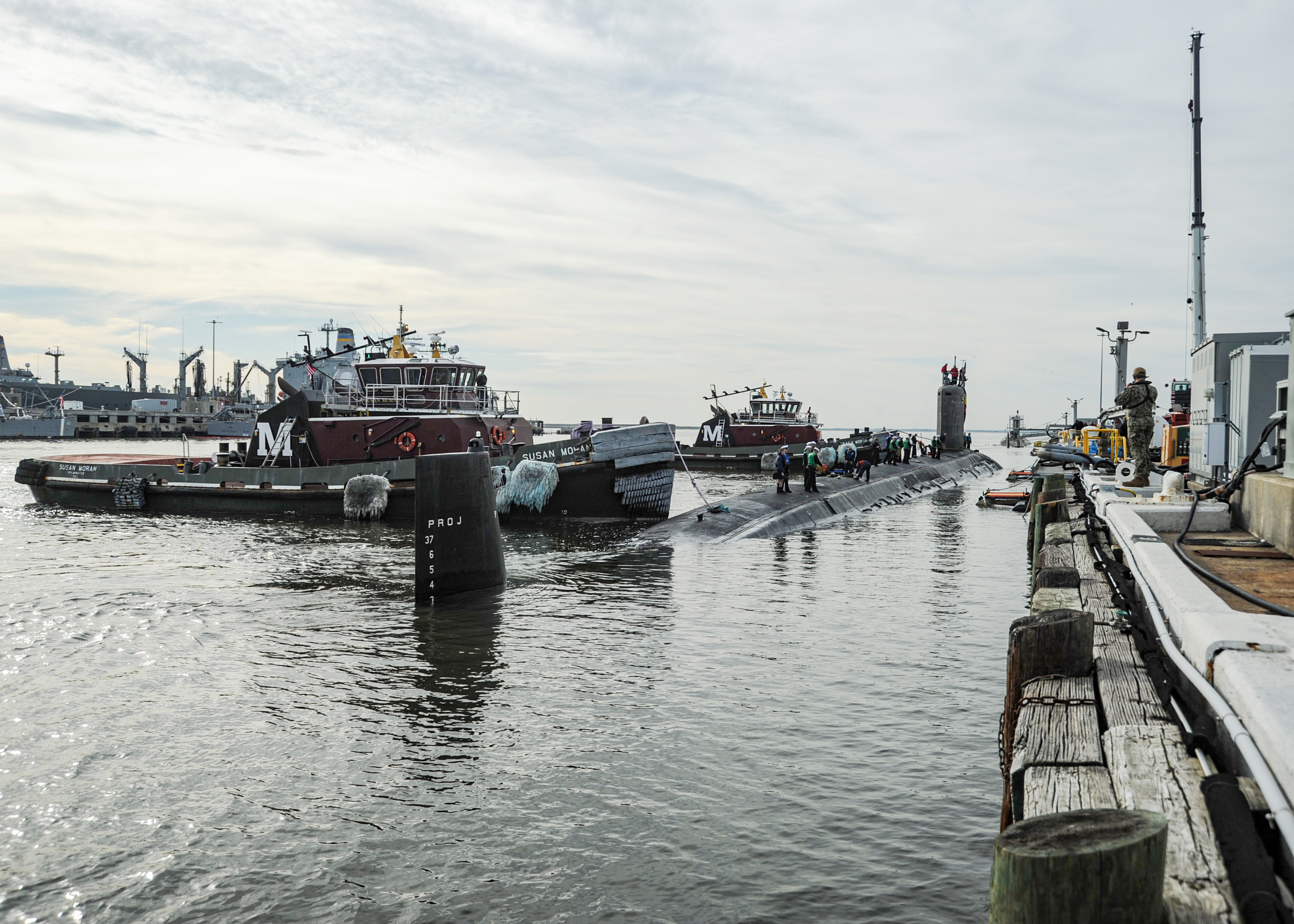 The Virginia-class fast-attack submarine USS John Warner (SSN 785) prepares to moor pier side during the boat's homecoming at Naval Station Norfolk, Nov. 25, 2020.