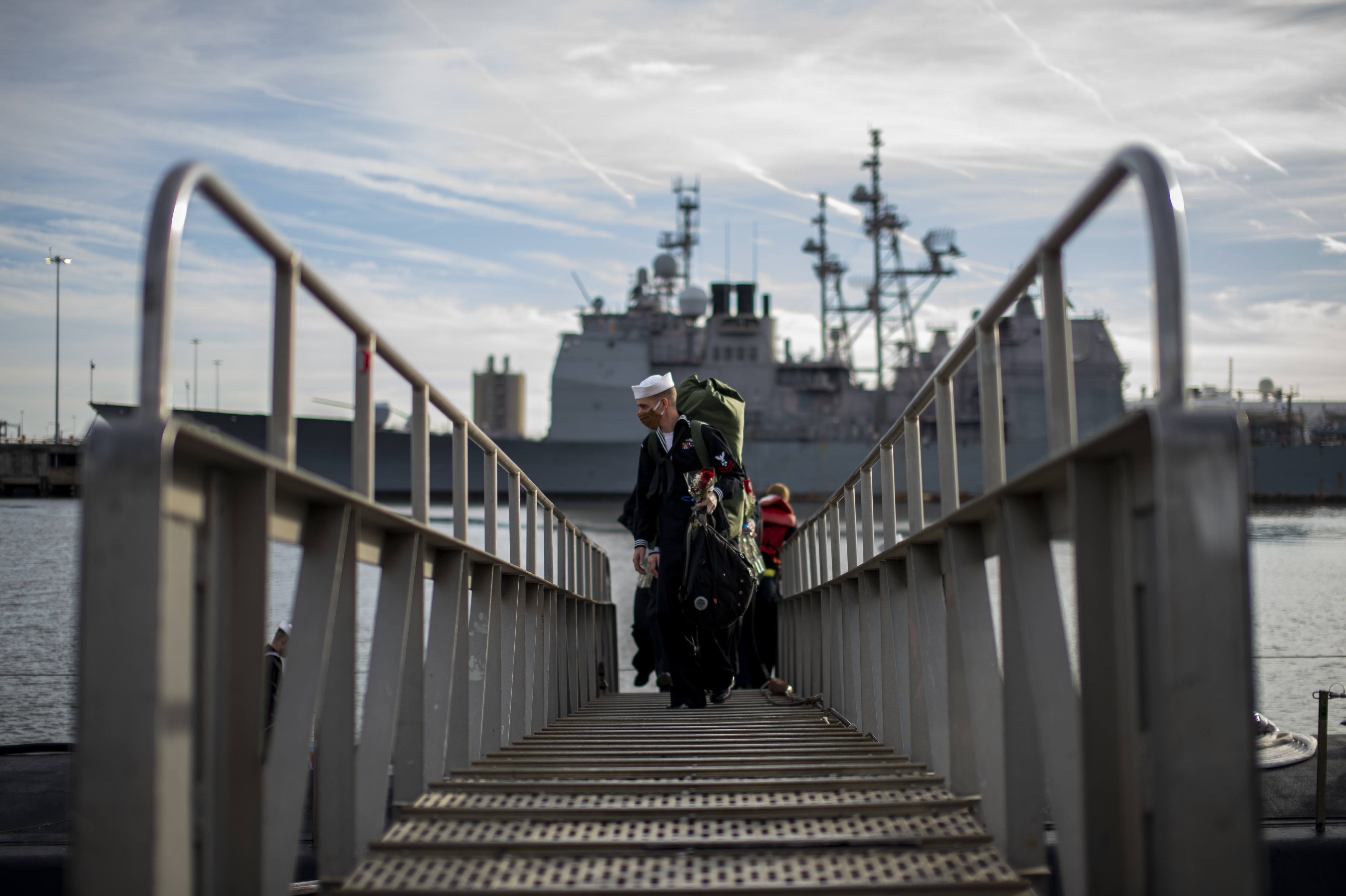 Sailors assigned to the Virginia-class fast-attack submarine USS John Warner (SSN 785) disembark from the boat at Naval Station Norfolk, Nov. 25, 2020.