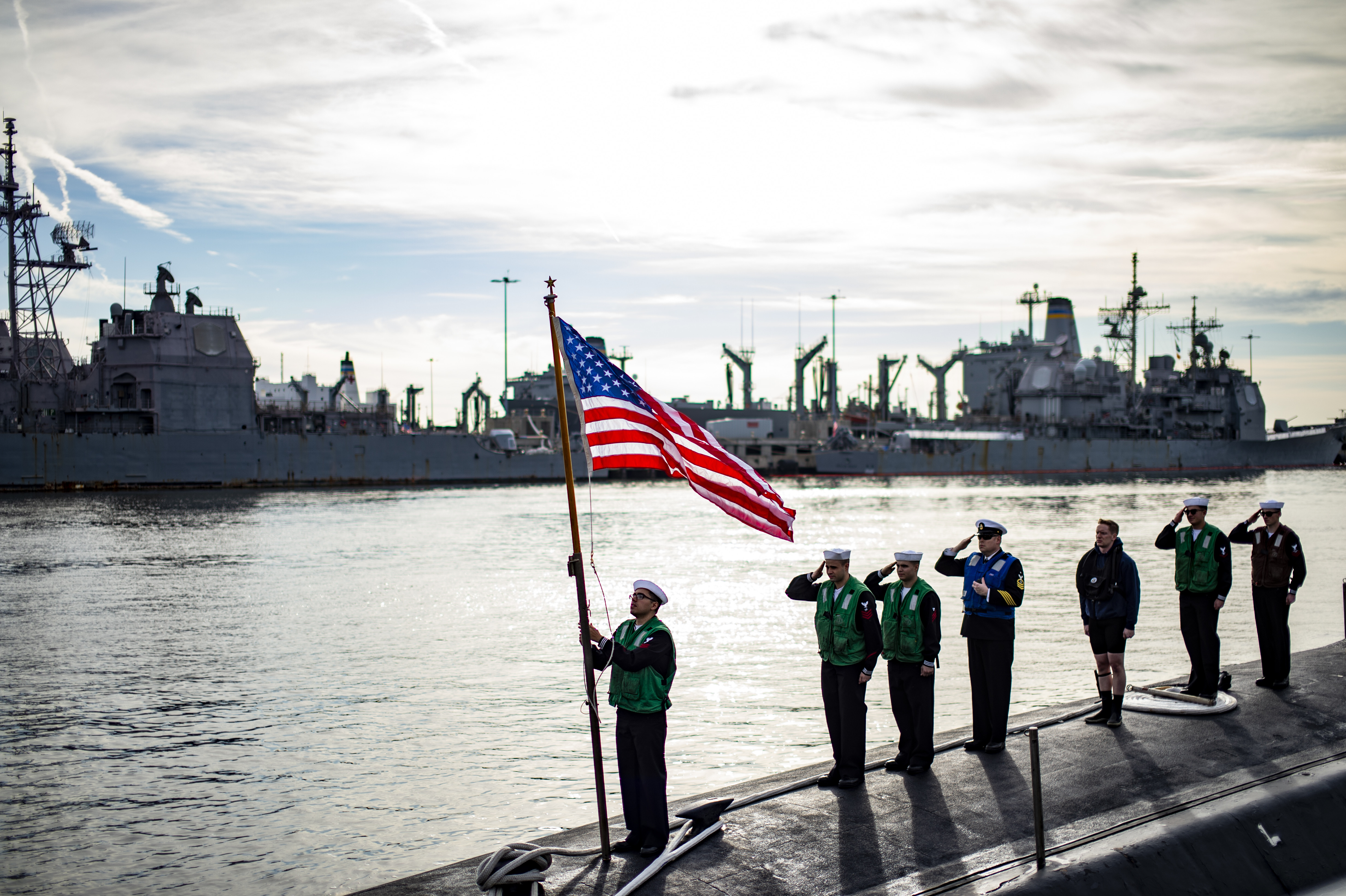 Sailors assigned to the Virginia-class fast-attack submarine USS John Warner (SSN 785) shift colors at Naval Station Norfolk, Nov. 25, 2020.