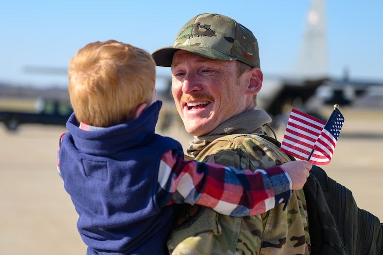 airmen greeted by families