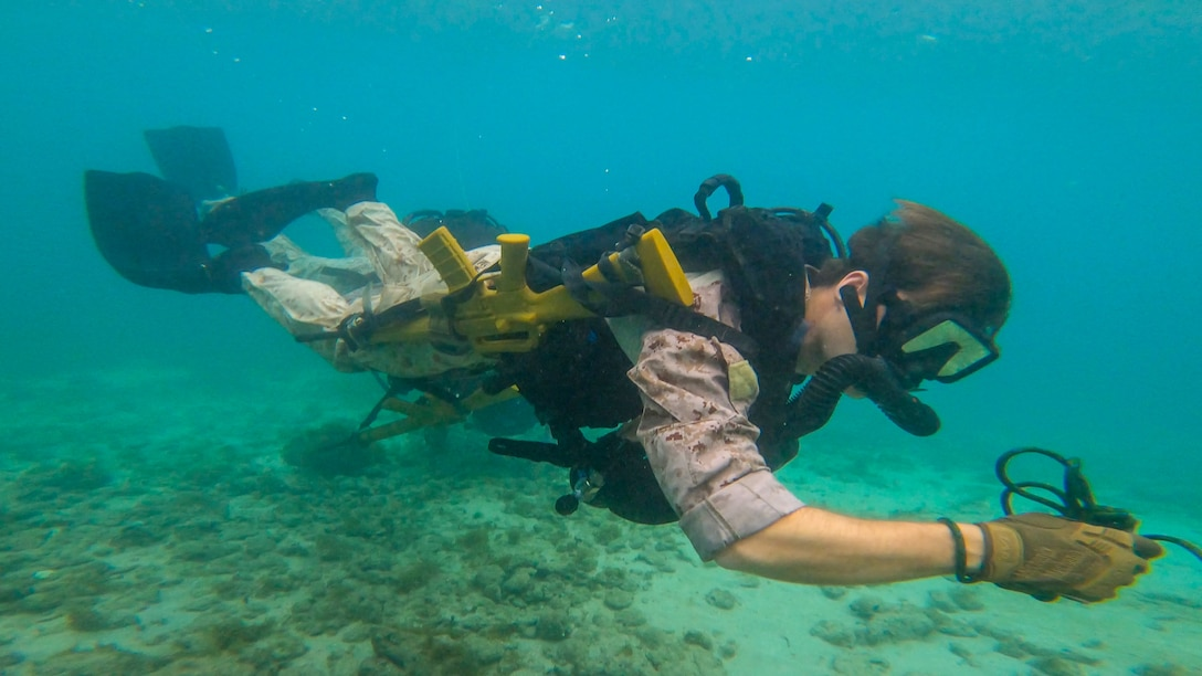 A U.S. Marine participates in a dive training with Netherlands Marines with the 32nd Raiding Squadron near Netherlands Marine Barracks Savaneta, Aruba, Nov. 13.