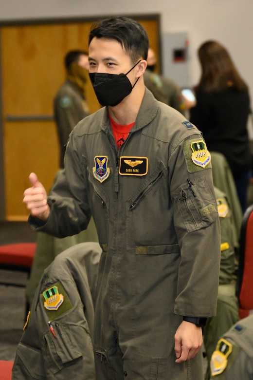 Photo of student giving thumbs up.