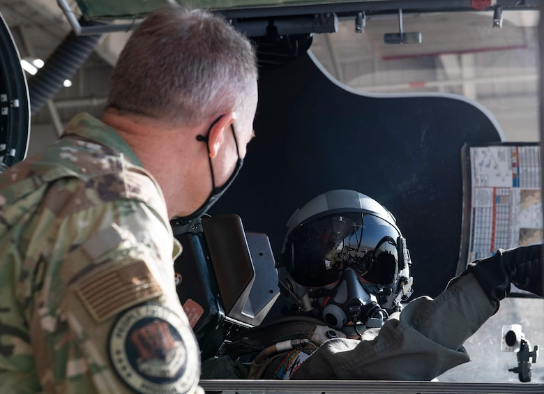 U.S. Air Force Gen. Mark Kelly, commander of Air Combat Command speaks to a U-2 pilot after conducting a training sortie, Dec. 3, 2020, at Beale Air Force Base