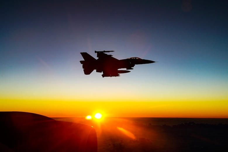 340th EARS refuel F-16s