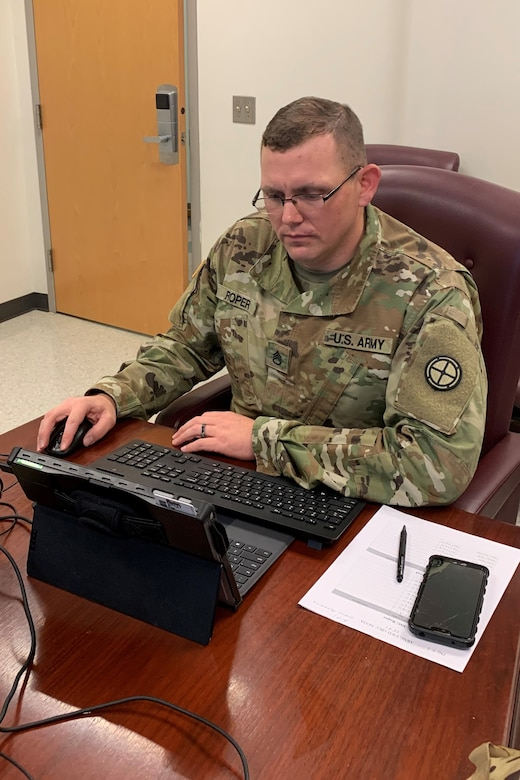 Staff Sgt. Ronald Roper of the Missouri National Guard, an instructor with the new Army National Guard-Forward Virtual Basic Leadership Course, teach a class from the 166th Regiment Regional Training Institute at Fort Indiantown Gap, Pa.