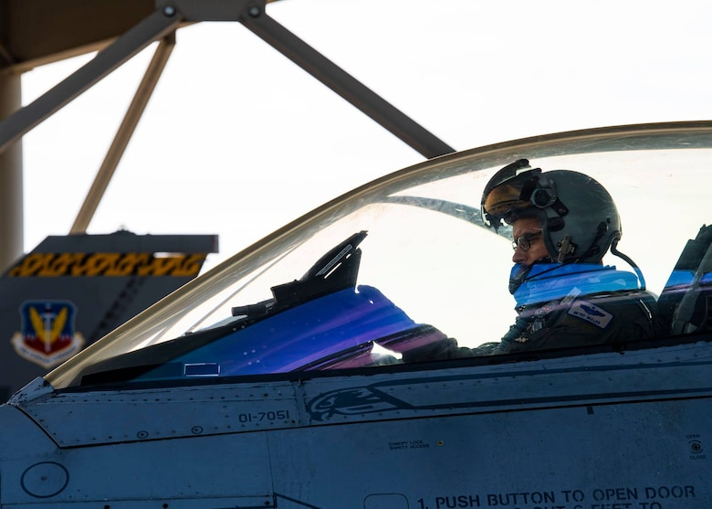 photo of pilot in F16