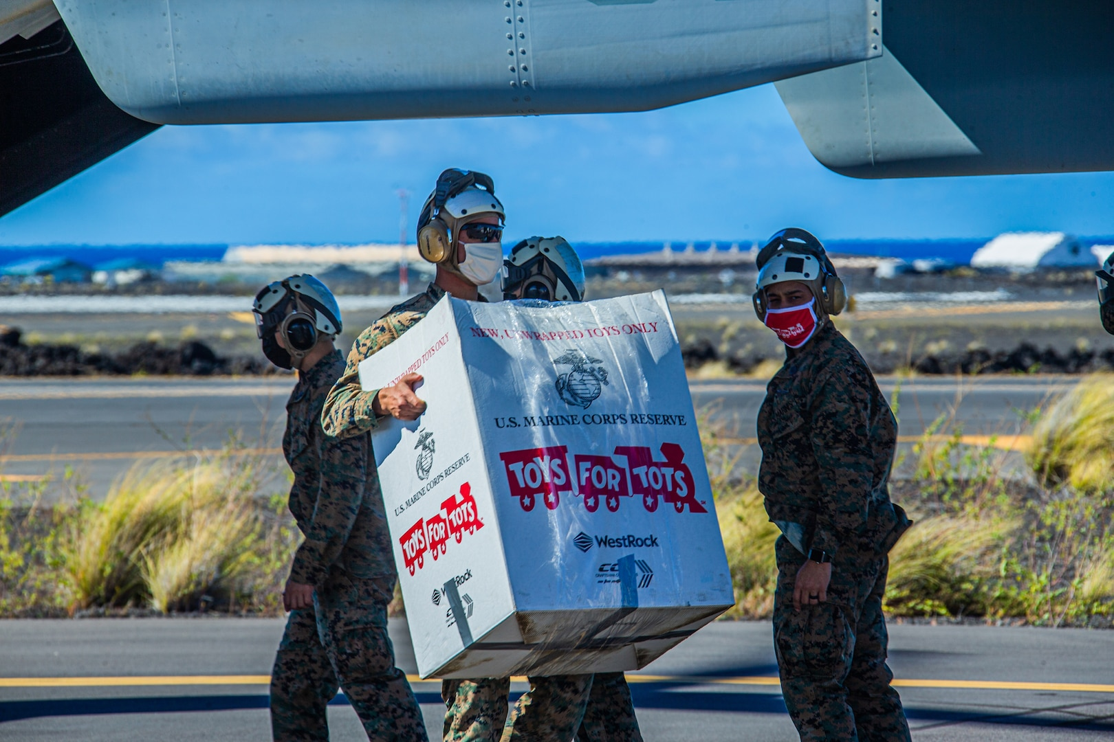 Marines deliver toys across Hawaiian Islands