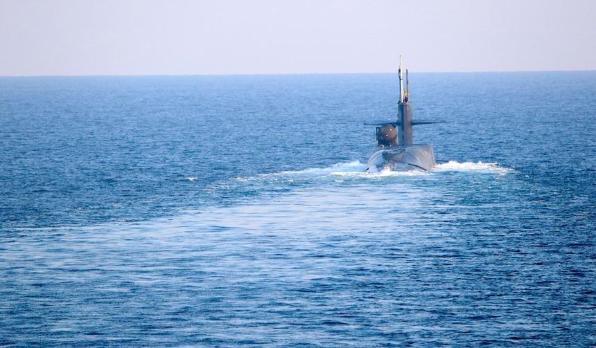 הצוללת הגרעינית אמרקאית גורגיה עברה את מיצרי הורמוז ונמצאים מול איראן -צוללת גרעינית ישראלית נכנסת למים של המפרץ הפרסי 201221-N-IE405-1179