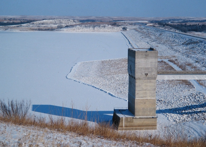 Photo showing beautiful Tuttle Creek lake and dam in the winter