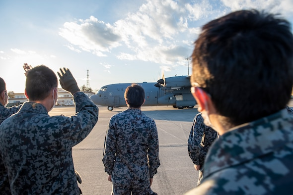 JASDF Maintenance Officers tour 374th MXG