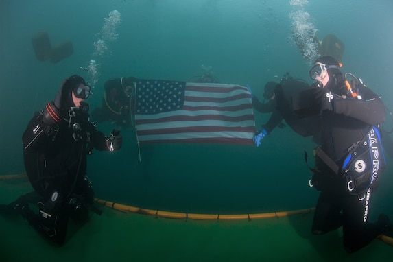Reserve Soldier re-ups in an underwater ceremony