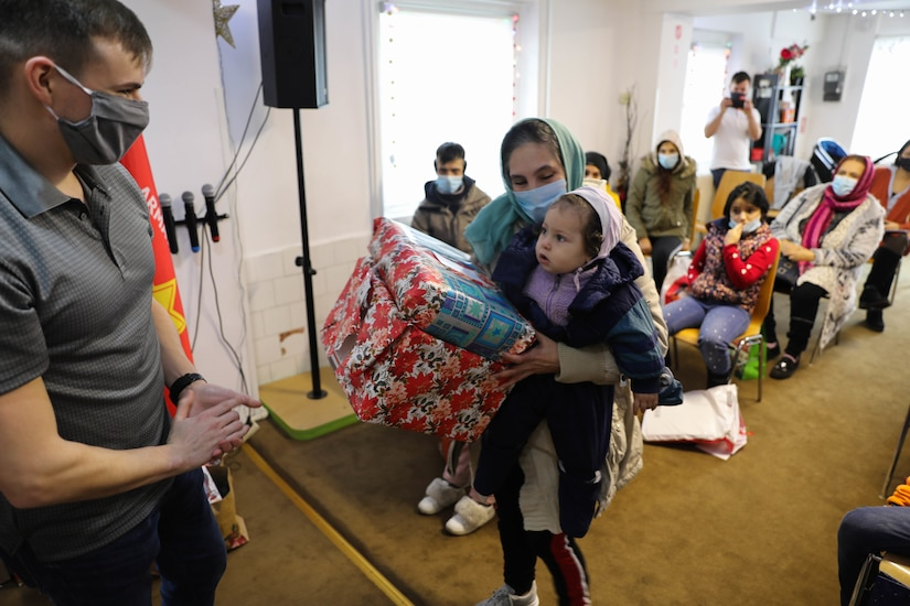 Civil Affairs Soldiers deliver Christmas gifts, good cheer in Bucharest