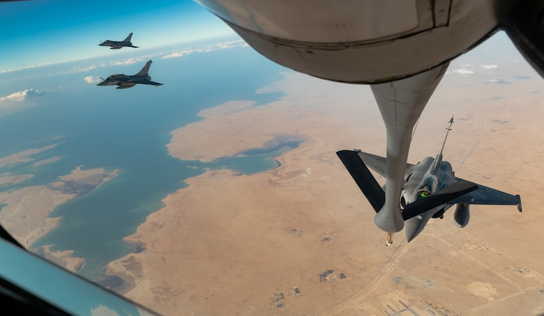 jets prepare to refuel mid-air