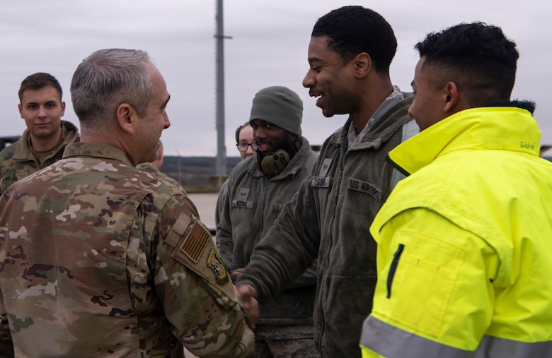 Air Force Expeditionary Center CC visits 726th AMS