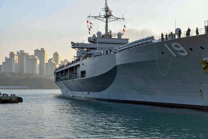 USS Blue Ridge Arrives in South Korea for Port Visit