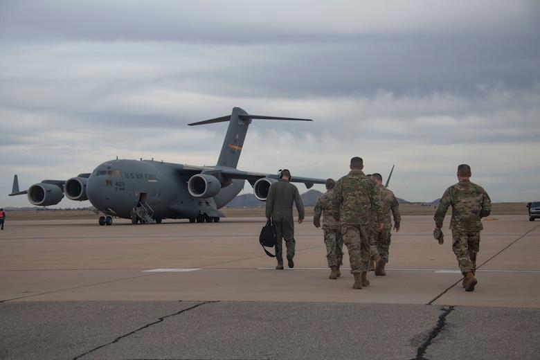 Members of the Oklahoma Commanders Summit walk toward a C-17 Globemaster III