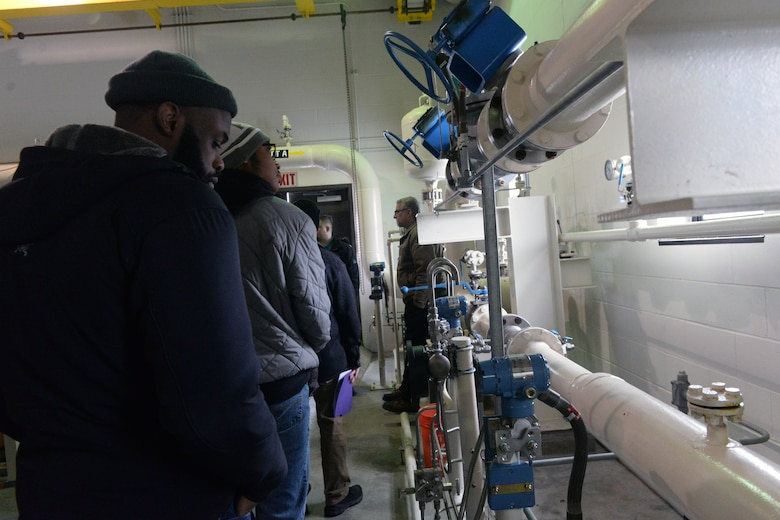 Students view a fueling system.
