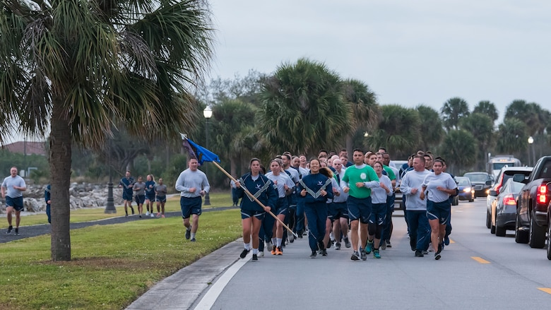 Team MacDill members paid tribute to Maj. Raymond Estelle, a former 6th Communications Squadron chief of maintenance, by participating in the 6th annual 5K run and weightlifting competition here, Jan. 31, 2020.