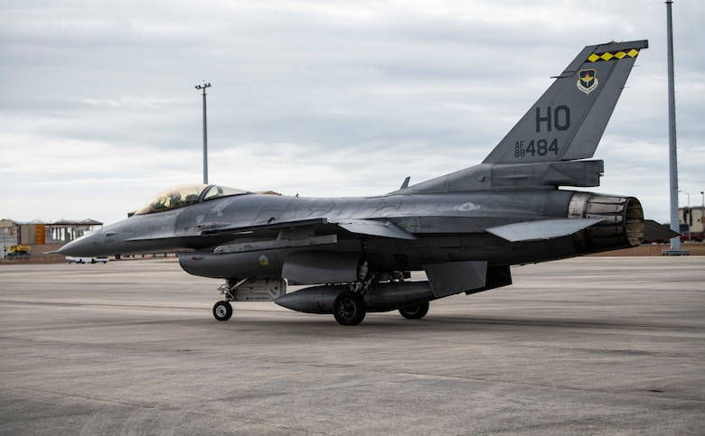 A U.S. Air Force F-16 Fighting Falcon from Holloman Air Force Base, N.M., taxis for a training flight at Tyndall Air Force Base, Fla., Feb. 4, 2020. The 314th Fighter Squadron came to test their operational readiness with maintainers and pilots using live missiles. (U.S. Air Force photo by Senior Airman Stefan Alvarez)