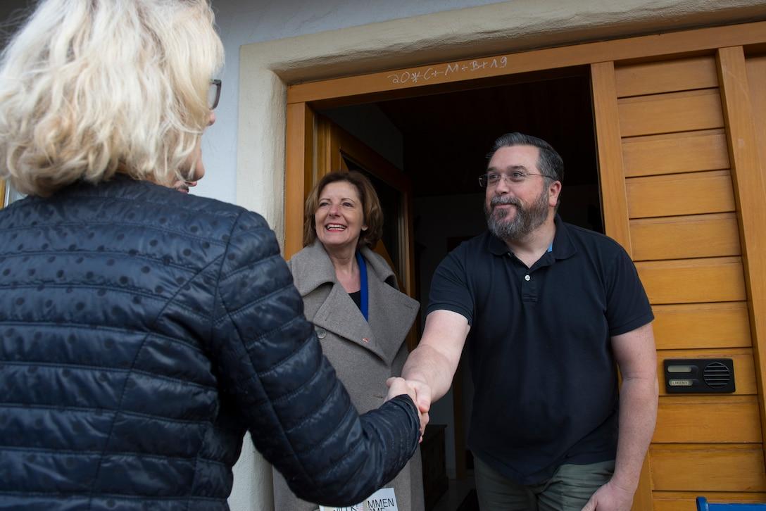 Mayor of Kottweiler-Schwanden greets resident of Kottweiler-Schwande