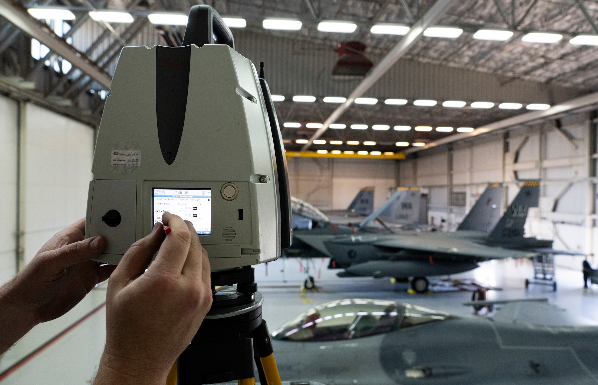 3d imaging equipment with planes in background