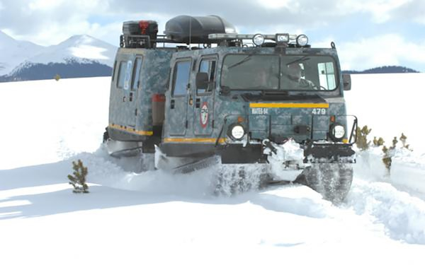 So how do the participants of Exercise Arctic Eagle get around in the frigid, snowy conditions of the Arctic? One method is the Small Unit Support Vehicle, a full tracked, articulated vehicle designed to support infantry platoons and similar sized units during operations in Arctic and alpine conditions. The four individually driven tracks of the SUSV allow it to travel over deep and soft snow.
