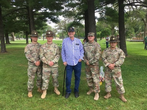 Drill sergeants save family from burning vehicle