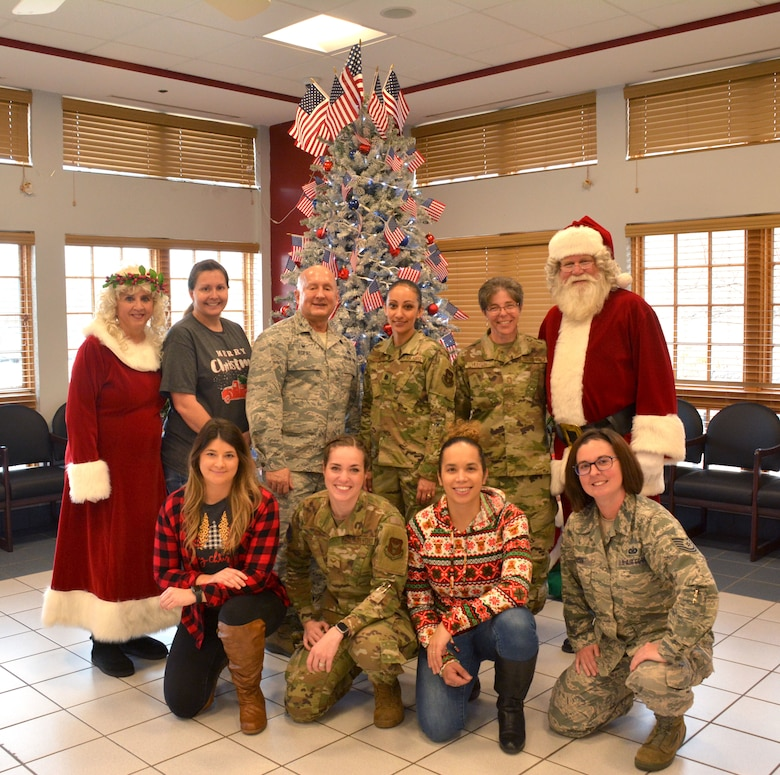 Members of the 507th Air Refueling Wing visited with veterans at the Norman Veteran's Center in Norman, Oklahoma, Dec. 20, 2019. (U.S. Air Force photo by Tech. Sgt. Samantha Mathison)
