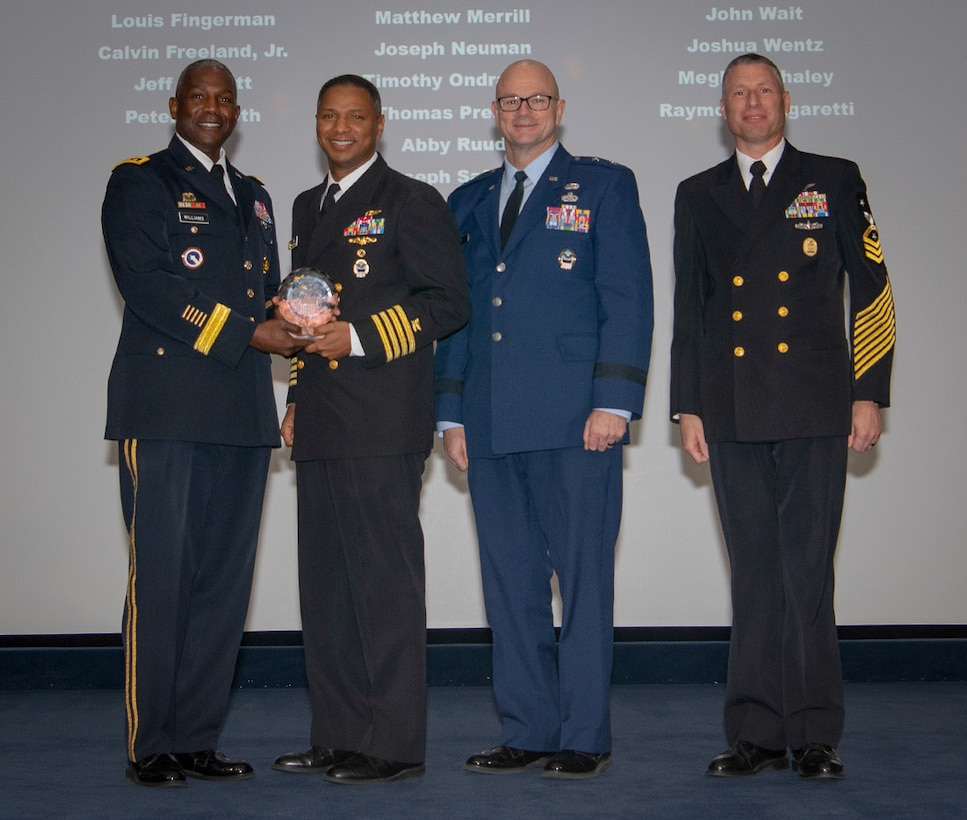 Nine DLA Distribution employees recognized for contributions to agencywide performance award