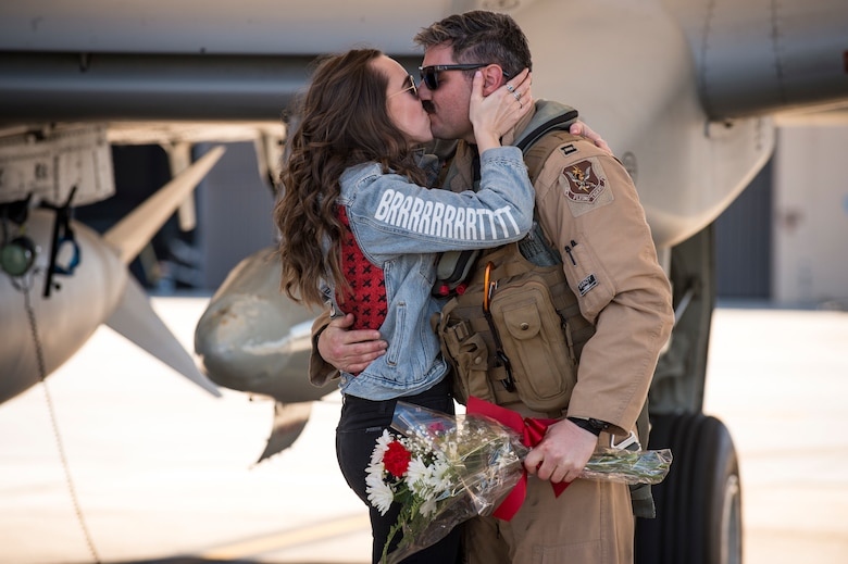 An A-10C Thunderbolt II pilot and his girlfriend share an embrace