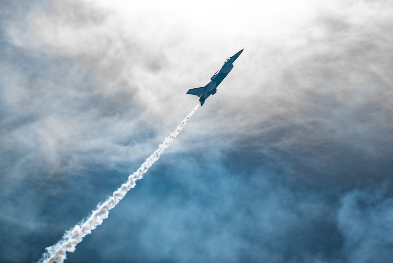 Thunderbirds perform during the Thunder and Lightning Over Arizona air show
