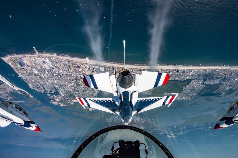 """Thunderbirds"" perform over Atlantic City"
