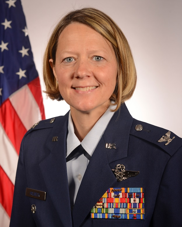 Official photo of Col. Holbeck standing in front of American flag.