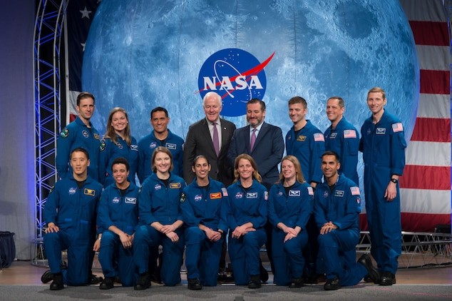 The 2017 Class of Astronauts poses for a portrait with Texas Senators John Cornyn and Ted Cruz at the Johnson Space Center in Houston, Texas. In the front row (from left) are, NASA astronauts Jonny Kim, Jessica Watkins, Kayla Barron, Jasmin Moghbeli, Loral O'Hara, Zena Cardman and Raja Chari. In the back row (from left) are, Canadian Space Agency (CSA) astronauts Joshua Kutryk and Jennifer Sidey-Gibbon, NASA astronaut Frank Rubio, Senators John Cornyn and Ted Cruz and NASA astronauts Matthew Dominick, Bob Hines and Warren Hoburg.   This is the first class of astronauts to graduate under the Artemis program and are now eligible for assignments to the International Space Station, Artemis missions to the Moon, and ultimately, missions to Mars.