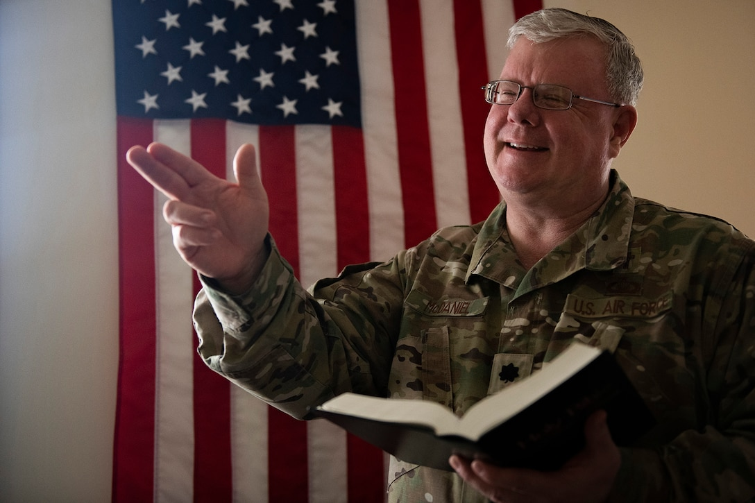 Lt. Col. Mark McDaniel, 10th Air Force chaplain liaison, visits 919th Special Operations Wing members, Jan. 11, 2020, Duke Field Chapel, Duke Field, Fla.