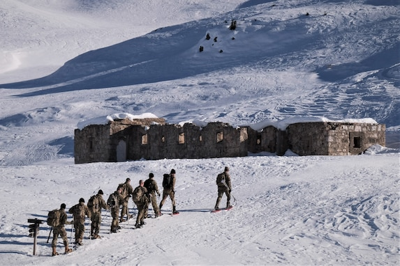 2500th DLD Soldiers summit Monte Specie during training with Italy´s 6th Alpine Regiment