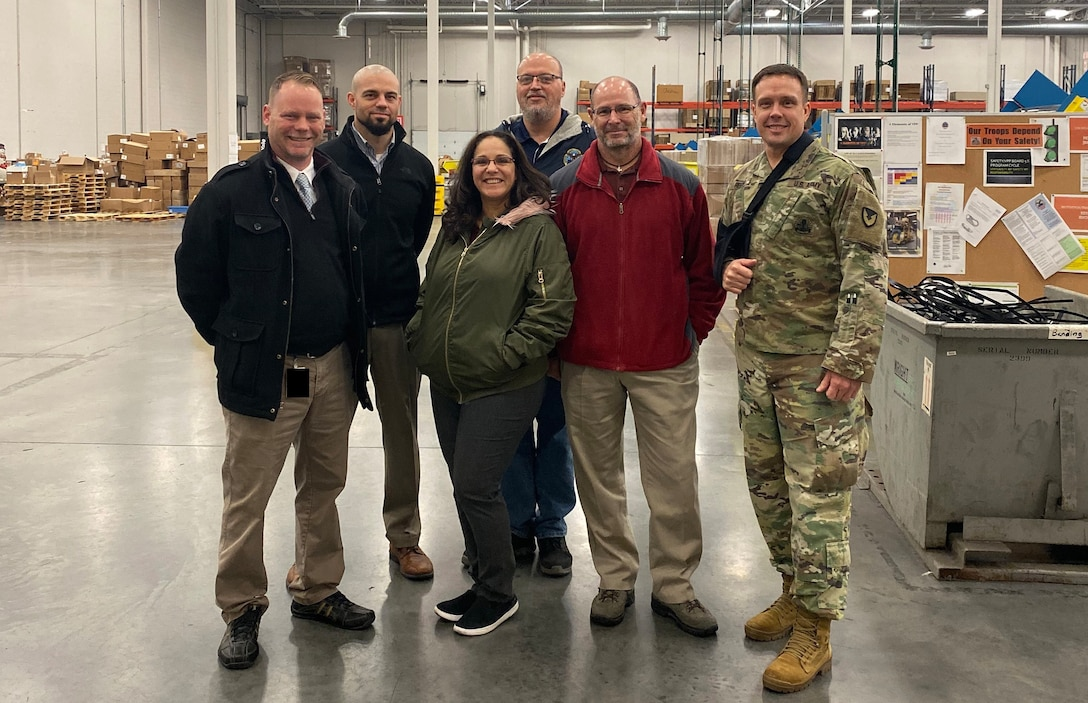 USAMMA team tours Distribution Susquehanna – gains insight into medical shipment process