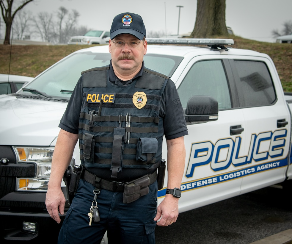 DLA Susquehanna police officer receives recognition for 35 years of service
