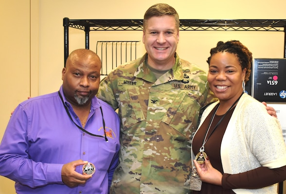 Commander recognizes Contracting Division members