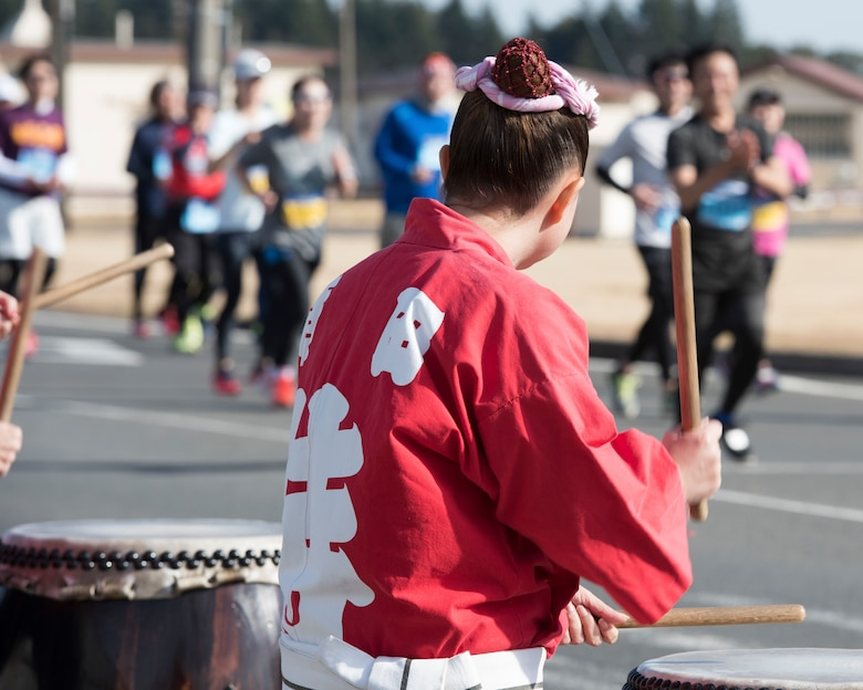 Members of the Samurai Taiko Drum Team cheer the runners during the 39th Annual Frostbite Run, Jan.19, 2020, at Yokota Air Base, Japan