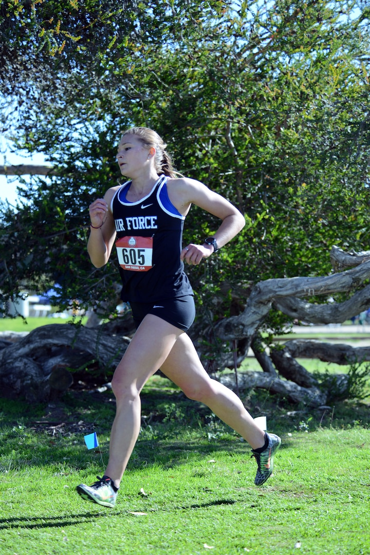 Air Force 2nd Lt. Shanna Burns runs the Armed Forces Cross Country Championship at Mission Bay Park in San Diego, Jan. 18, 2019.